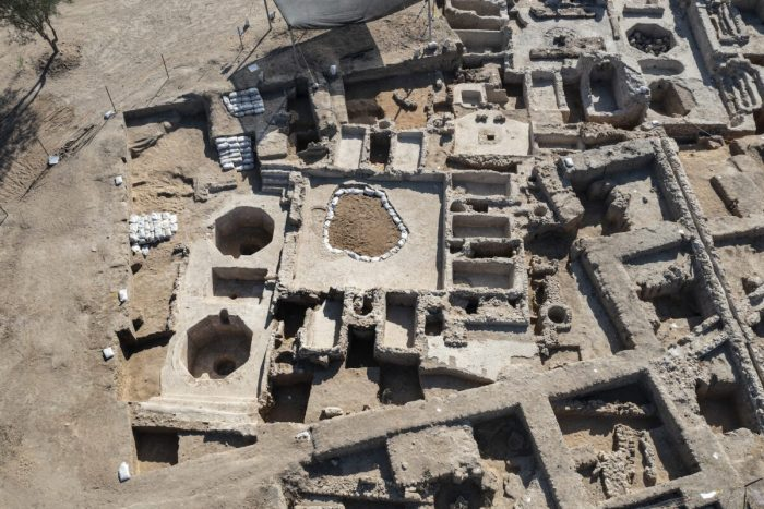 Израильские археологи обнаружили древний винодельческий комплекс