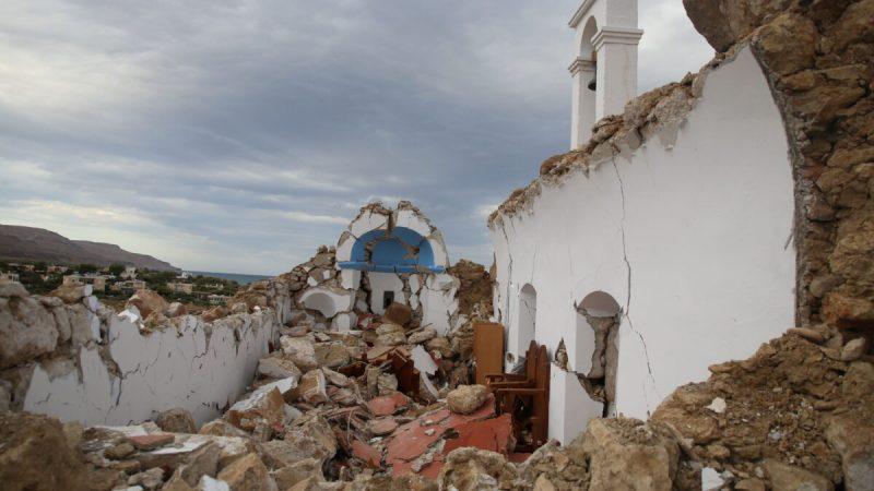 Вид на разрушенную после землетрясения часовню в деревне Ксерокампос на острове Крит, Греция, 12 октября 2021 г. (Stringer / Reuters)  | Epoch Times Россия
