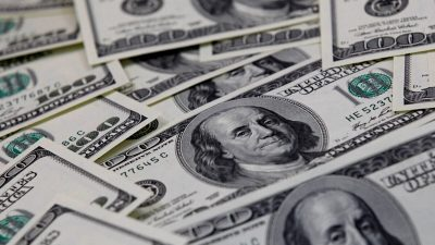 Доллар достиг 14-месячного максимума по отношению к евро
