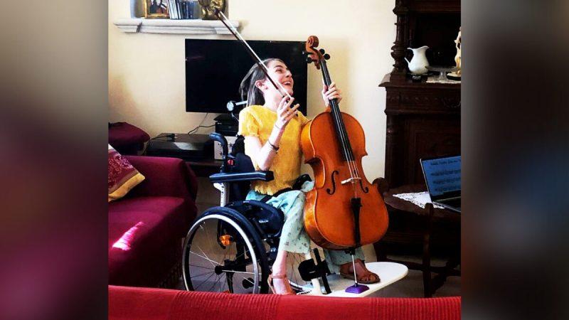 15-летняя итальянка с редким заболеванием мышц стала выдающейся виолончелисткой