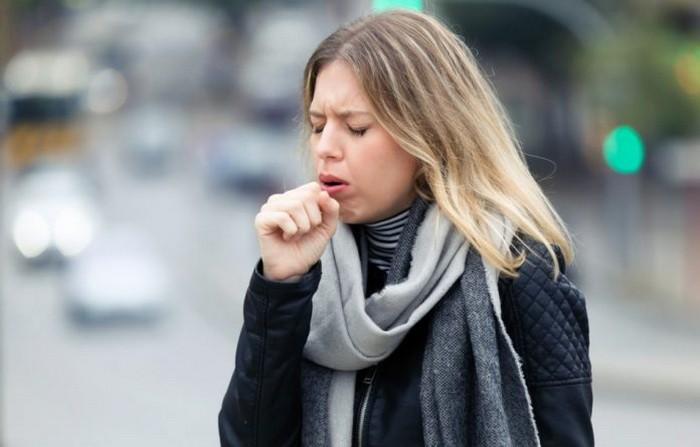 Иногда довольно сложно остановить кашель. (Изображение: Nenitorx via Dreamstime)  | Epoch Times Россия