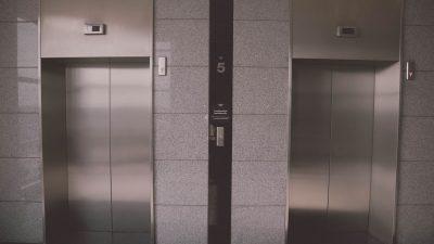 В Москве лифт с десятью пассажирами упал с пятого этажа