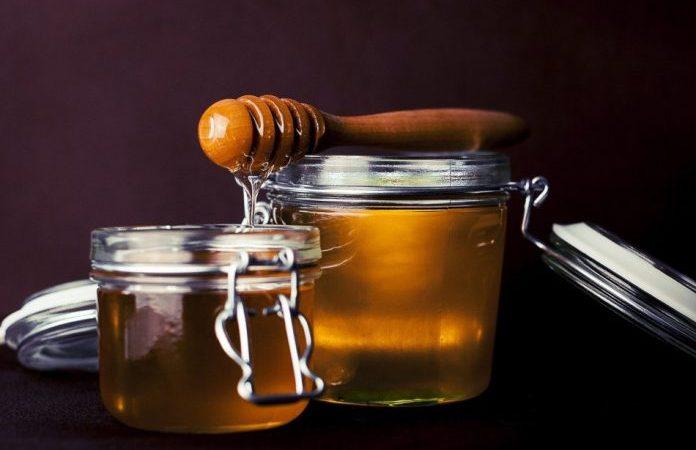 Мёд можно использовать для лечения мелких порезов и ожогов, кашля или боли в горле. Он обладает успокаивающим, антисептическим и лечебным свойством. (Изображение: fancycrave1 via Pixabay)   Epoch Times Россия