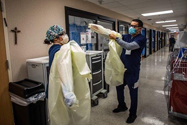 Политика обязательной вакцинации в Нью-Йорке и других штатах может усугубить кризис нехватки медсестёр в Соединённых Штатах. (APU GOMES/AFP via Getty Images) | Epoch Times Россия