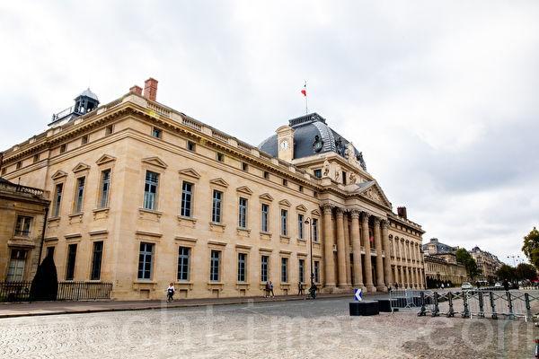 Военная академия в Париже, Франция, 26 сентября 2021 года. (Fu Jie/The Epoch Times)  | Epoch Times Россия