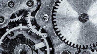 Королевские часы найдены в куче металлолома