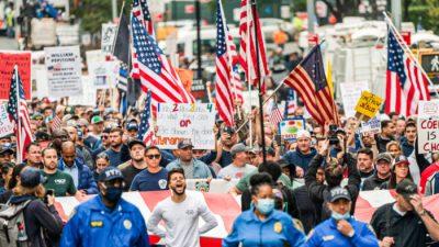 В Нью-Йорке перекрыли движение по Бруклинскому мосту из-за протестов против вакцинации