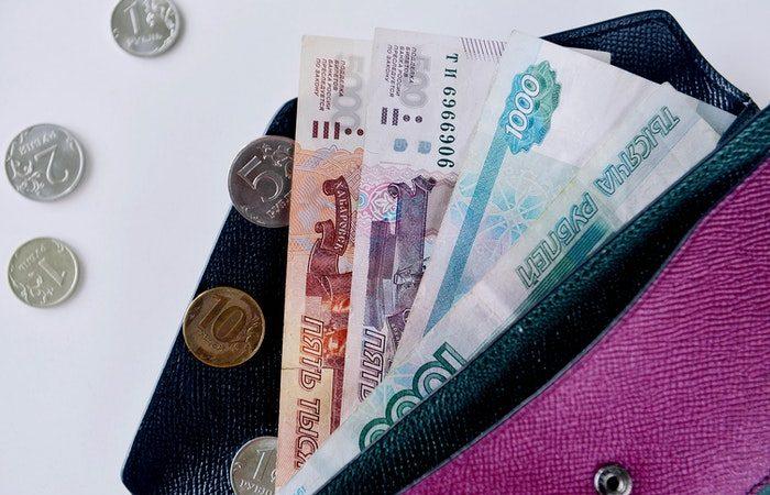 Рубль укрепился к доллару и евро после решения Центробанка повысить ключевую ставку