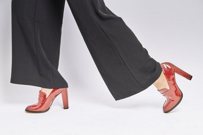 Широкие брюки. Молодёжная мода 2021.Фото: Dellon Thomas /pixabay.com /License