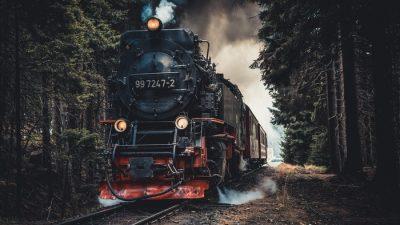В Амурской области поезд сошёл с рельсов после столкновения с грузовиком