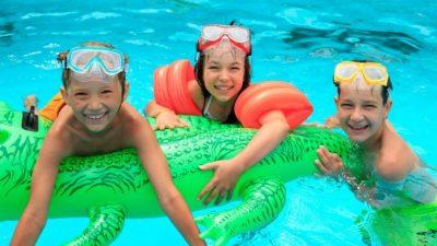 Глаза после плавания в бассейне краснеют не от хлора