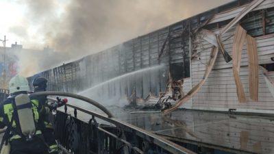 70 человек эвакуировали во время пожара на рынке Владивостока