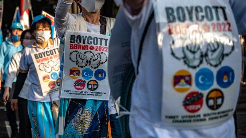 Активисты принимают участие в акции протеста, призывающей к бойкоту Олимпийских игр 2022 года в Пекине из-за нарушений прав человека в Китае. Токио, 2 октября 2021 года. (Philip Fong/AFP via Getty Images) | Epoch Times Россия