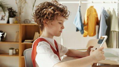 Отучить ребёнка от гаджетов. Кто виноват и что делать?