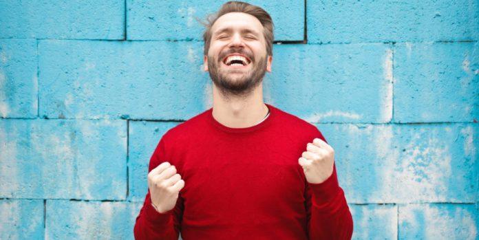 Как расшифровать скрытый смысл 10 видов улыбок