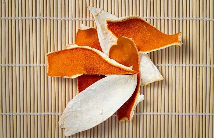 Высушенная на солнце кожура мандарина или ченпи в китайской кулинарии используется в качестве приправы, а также как лечебное средство (Изображение: Kong Dehui via Dramstime)  | Epoch Times Россия