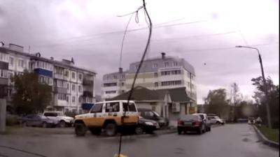 В результате мощного урагана на Сахалине погибло 2 человека