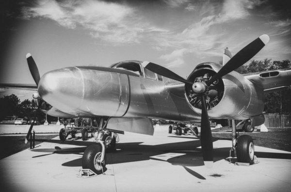 «Самолёт ирадио сблизили нас». (Image: William Morris via Public Domain Pictures)