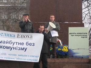 В день памяти жертв голодомора в центре Киева прошло торжественное шествие в поддержку 5.8 миллионов человек вышедших из компартий разных стран