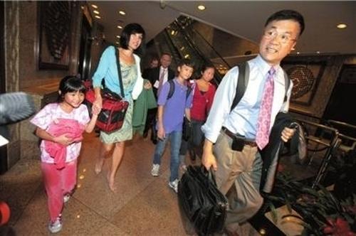 Китайцы проводили домой полюбившегося им посла США Гэри Лока