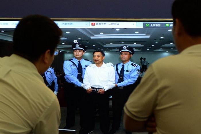 Большинство китайских коррупционеров попадают в опалу в 59 лет