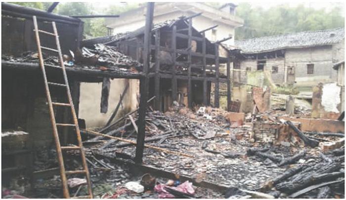Китайская девочка устроила пожар, чтобы повидаться с матерью