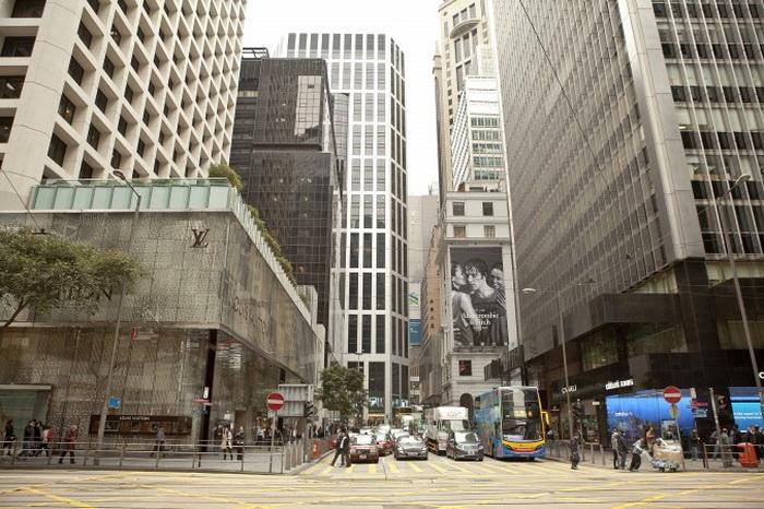 Самоубийства в Гонконге говорят о сложном положении среднего класса