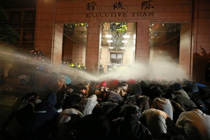 В Тайване возросло недоверие к правительству после разгона студентов