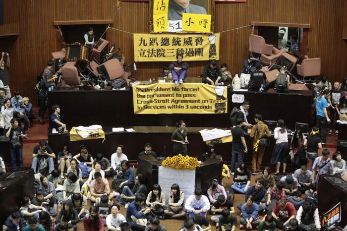 В Тайване студенты заняли здание Законодательной палаты