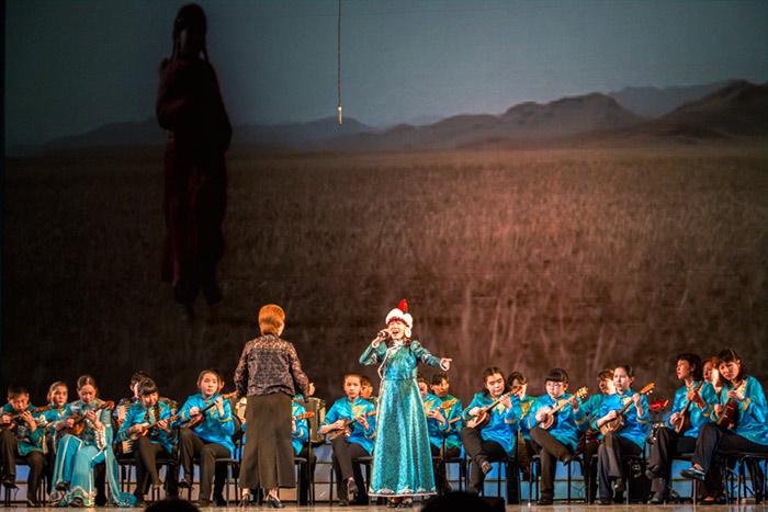 Бурятские звёзды представили «Сагаан hараар! Сагаалганаар!» в Иркутске
