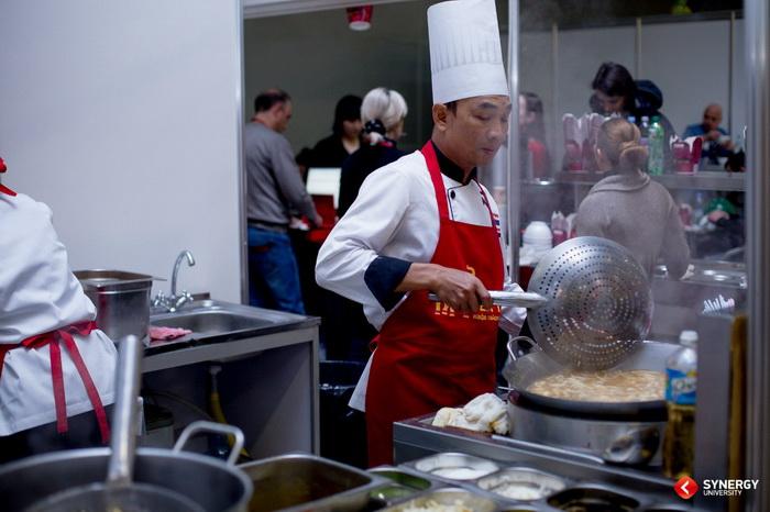 Гастрономические тренды: жители мегаполисов всё реже обедают дома