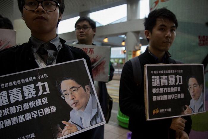 В Гонконге широко обсуждается жестокое нападение на редактора газеты