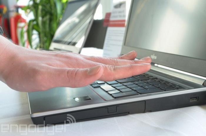 Появился ноутбук со сканером ладони