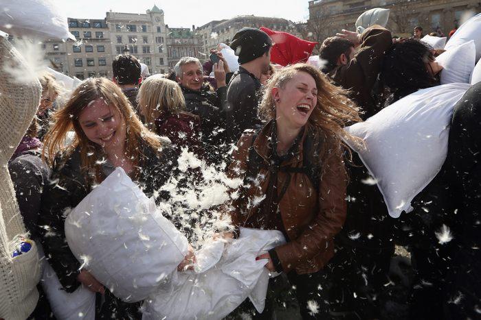 Туристов приглашают на бой подушками в Париж