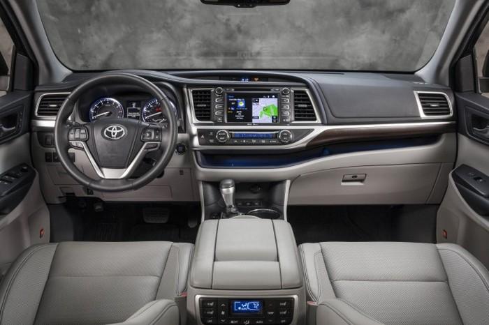 Toyota Highlander 2014. Автомобиль для всей семьи