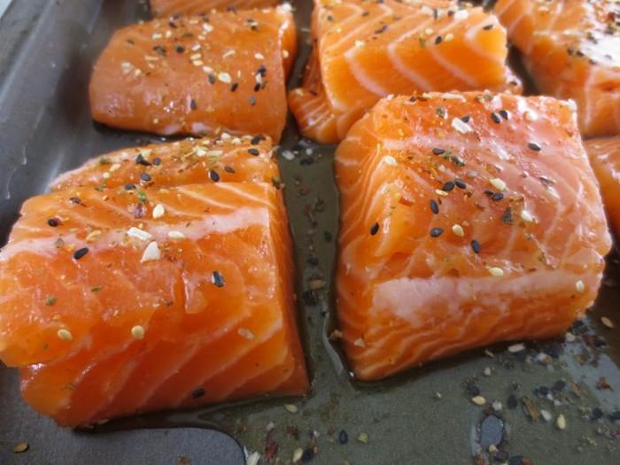 Запечённый лосось под острым соусом