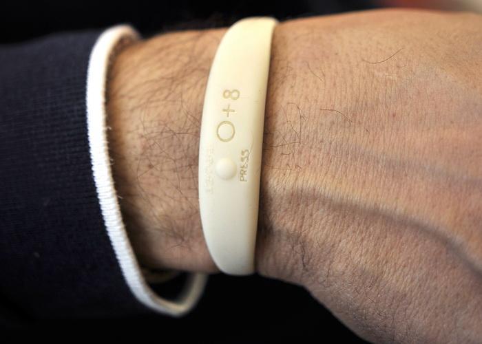 Разработан браслет, определяющий токсичность потребительских товаров