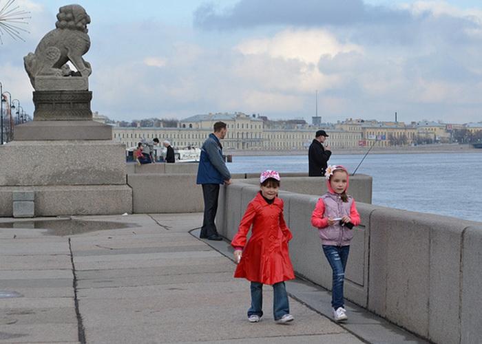 В Петербурге принят закон о «комендантском часе» для детей