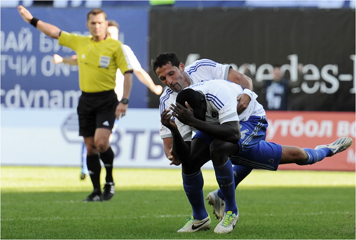 Защитник «Динамо» Самба получил сотрясение мозга