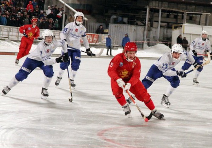 В финале чемпионата России по хоккею с мячом  «Динамо»  сыграет  с «Енисеем»