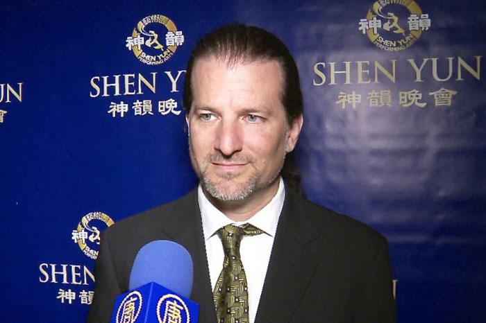 Голливудский продюсер: представление Shen Yun захватывает дух