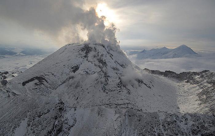 Началось извержение вулкана Безымянный на Камчатке
