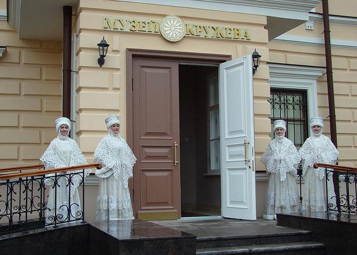 Вологодский Музей кружева получил дар от коллекционера из Швейцарии