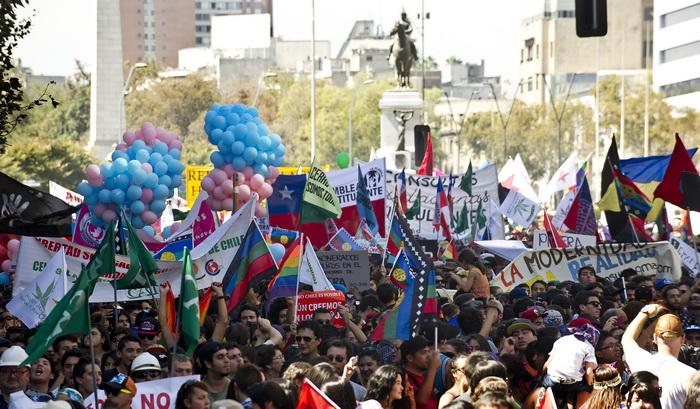 Крупномасштабная демонстрация. Сантьяго, 22 марта 2014 года. Фото: MARTIN BERNETTI/AFP/Getty Images