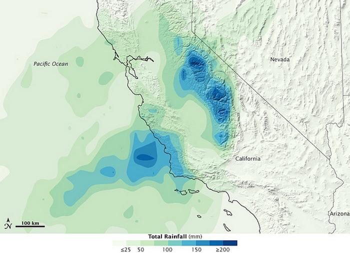Южную Калифорнию заливают дожди