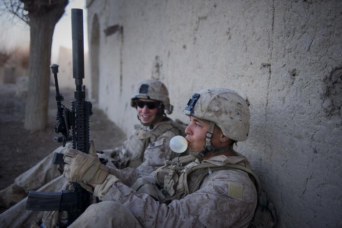Пентагон создаёт специальную жвачку для американских солдат. Фото: DMITRY KOSTYUKOV/AFP/Getty Images