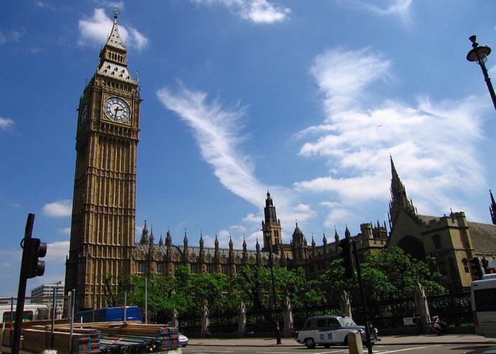 Совокупный доход пяти британских семей выше, чем у 20% населения
