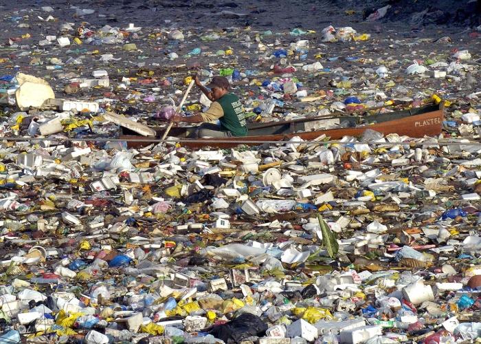 К берегам США приближается огромный остров из мусора