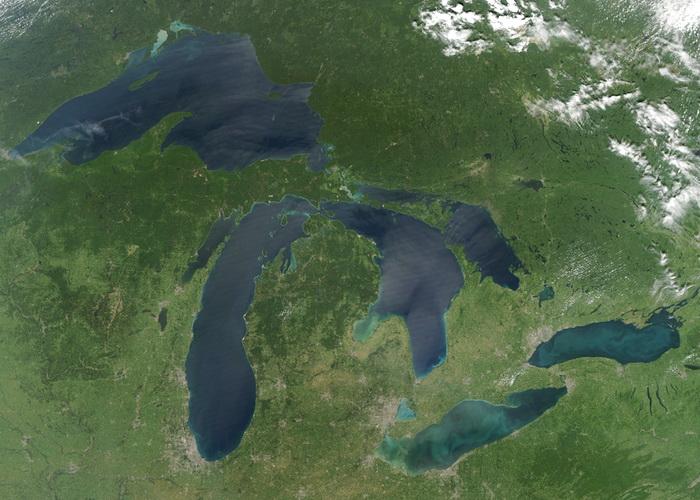 Великие американские озёра скованы льдом