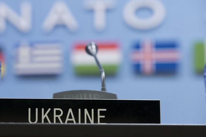 НАТО приостановил сотрудничество с Россией